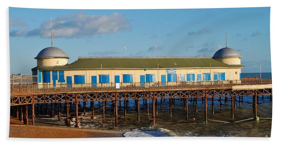 Pier Beach Towel featuring the photograph Hastings Pier by David Fowler