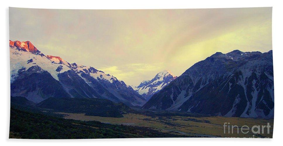 Aoraki Beach Towel featuring the photograph Sunrise On Aoraki Mount Cook In New Zealand by Catherine Sherman