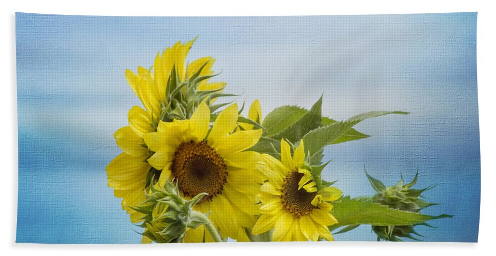 Sunflower Beach Towel featuring the photograph Swaying In The Breeze 2 by Kim Hojnacki