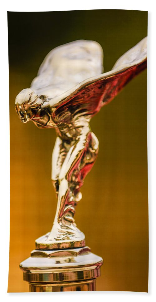 1928 Rolls-royce Phantom I Sedenca De Ville Hood Ornament Beach Towel featuring the photograph 1928 Rolls-royce Phantom I Sedenca De Ville Hood Ornament by Jill Reger