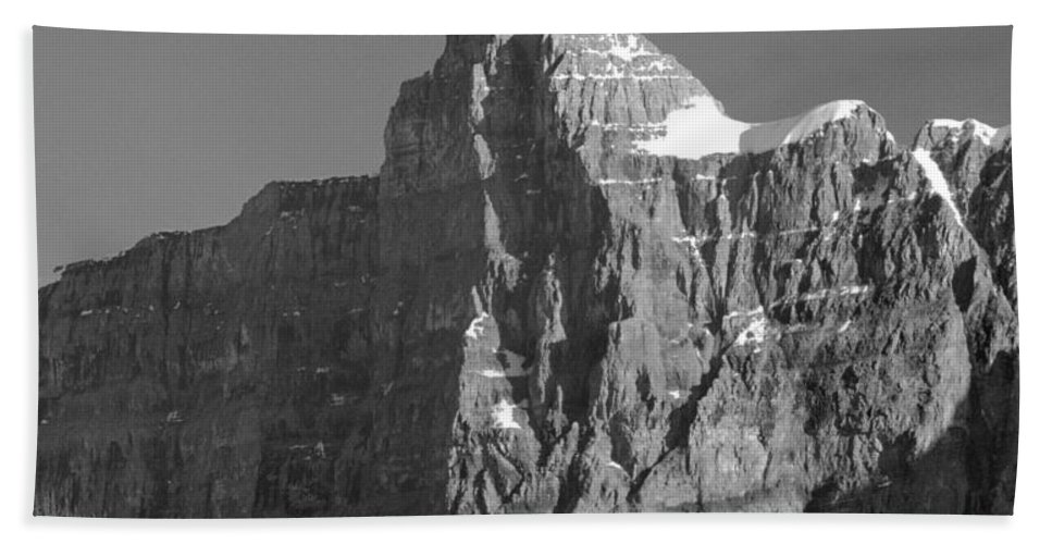 Outlier Beach Towel featuring the photograph 1m3621-bw-v-outlier Of Mt. Murchison by Ed Cooper Photography