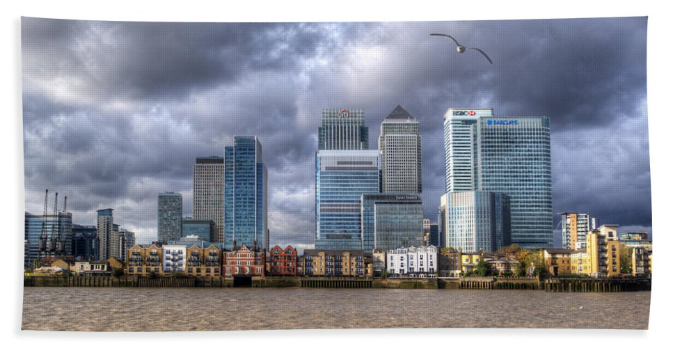 Canary Wharf Beach Towel featuring the photograph Canary Wharf by Chris Day