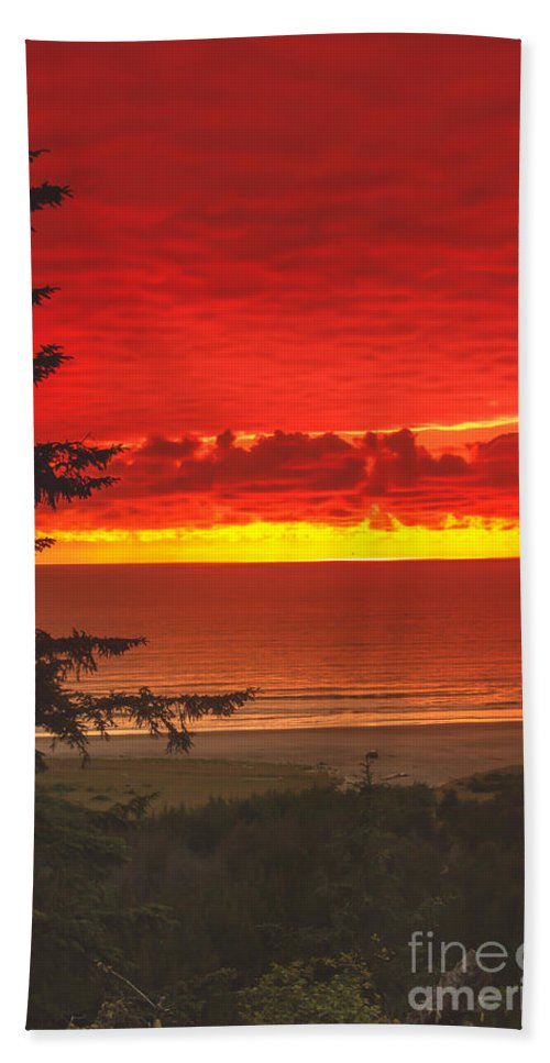Sunset Beach Towel featuring the photograph Red Pacific by Robert Bales