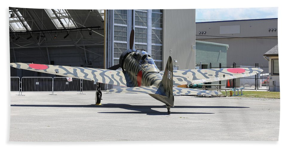 War Beach Towel featuring the photograph Mitsubishi A6m3-22 Reisen Zero by Paul Fell