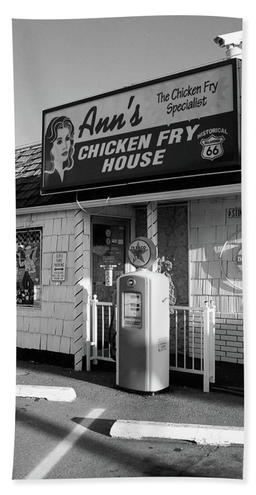 66 Beach Towel featuring the photograph Route 66 - Ann's Chicken Fry House by Frank Romeo