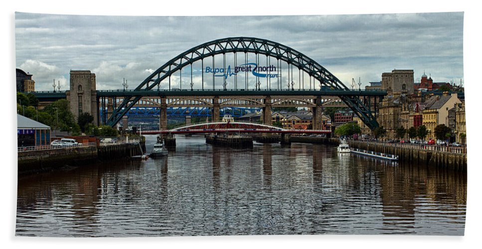 Tyne Bridge Beach Towel featuring the photograph Tyne Bridge by David Pringle