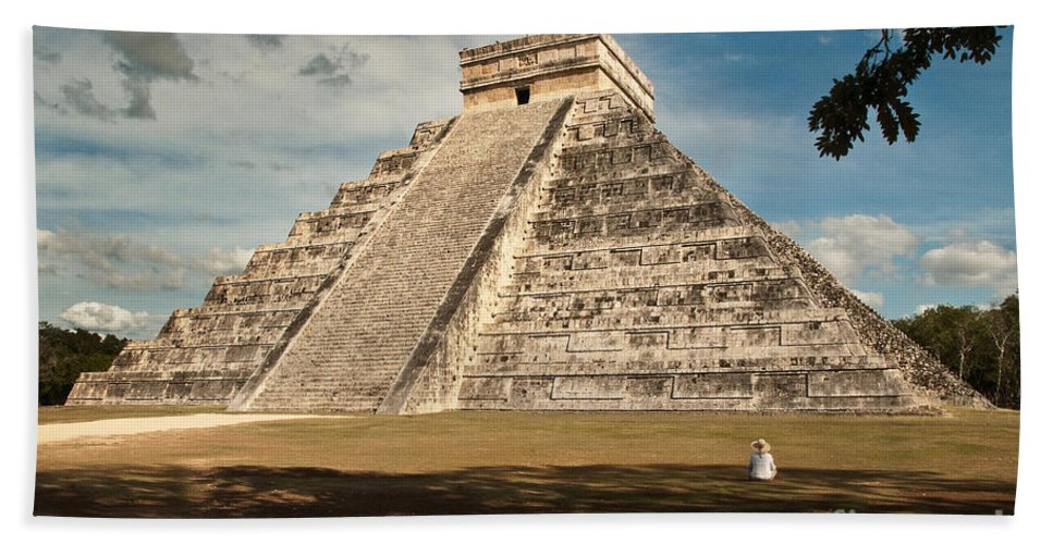 Stone Beach Towel featuring the photograph A Mighty Ruin by Cindy Tiefenbrunn