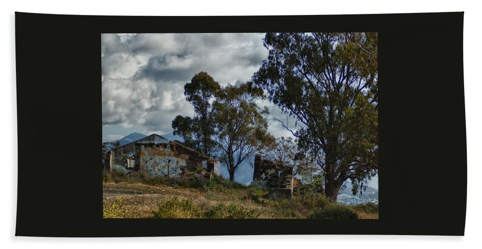 Abandoned Beach Towel featuring the photograph Abandoned Barn by Jill Mitchell