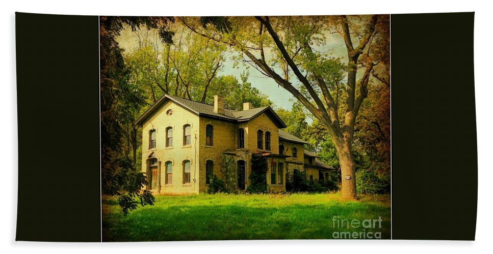 Abandoned Home In Wisconsin Beach Towel featuring the photograph Abandoned Beauty by Beth Ferris Sale
