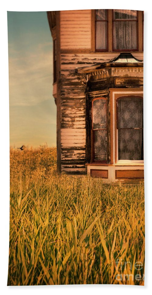 Door Beach Towel featuring the photograph Abandoned House In Grass by Jill Battaglia