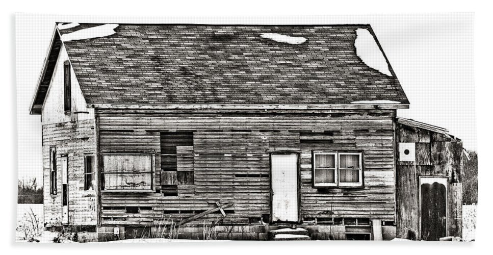 Old Barn Beach Towel featuring the photograph Abandoned by Sennie Pierson
