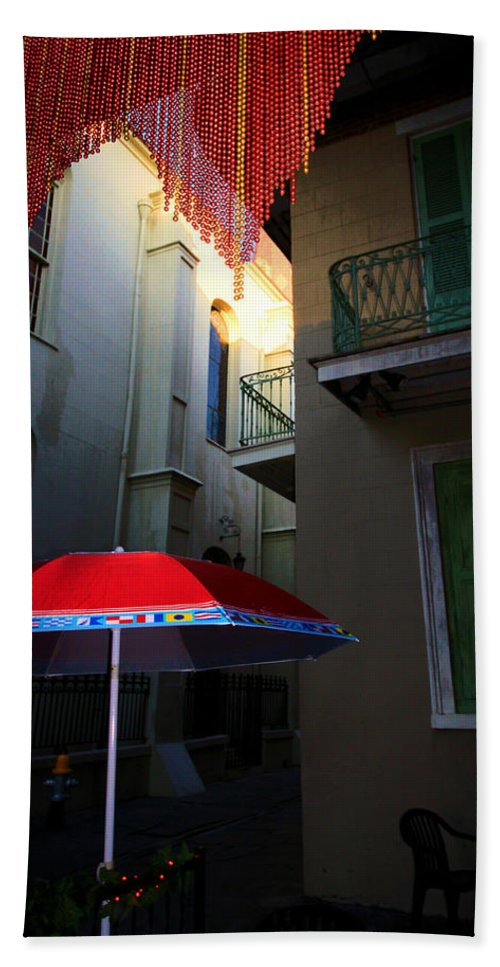 Color Beach Towel featuring the photograph Alley Art by Robert McCubbin
