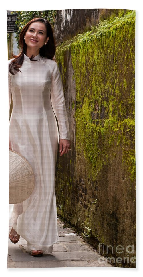 Vietnam Beach Towel featuring the photograph Ao Dai 03 by Rick Piper Photography