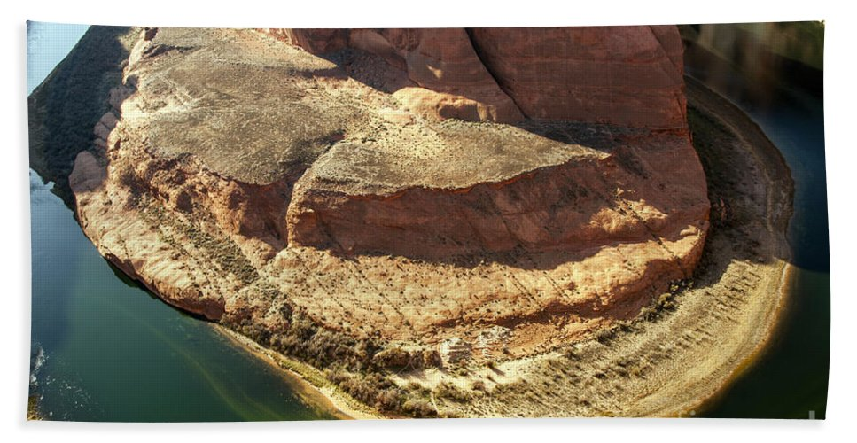 Horseshoe Bend Overlook Glen Canyon National Recreation Area Arizona Colorado River Rivers Water Red Rock Sand Sandstone Landscape Landscapes Waterscape Waterscapes Beach Towel featuring the photograph Arizona Horseshoe Bend by Bob Phillips