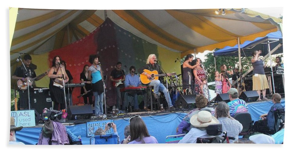 Arlo Guthrie & Family Beach Towel featuring the photograph Arlo Guthrie And Family by Concert Photos