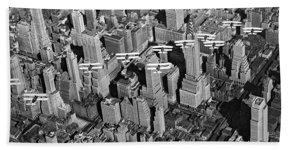 1932 Beach Towel featuring the photograph Army Air Corp Over Manhattan by Underwood Archives