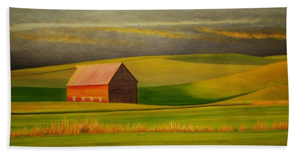 Barn Beach Towel featuring the painting Barn on the Palouse by Leonard Heid
