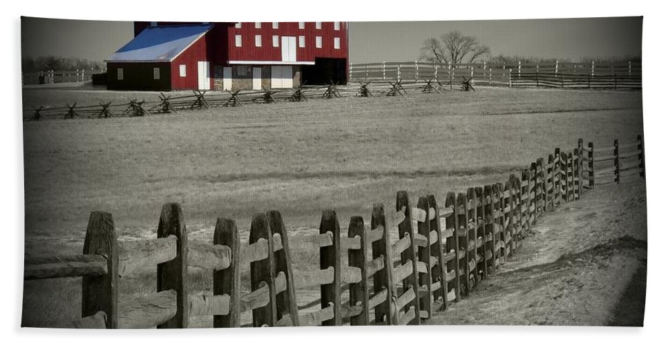 Gettysburg Beach Towel featuring the photograph Battlefield Barn by Bob Geary