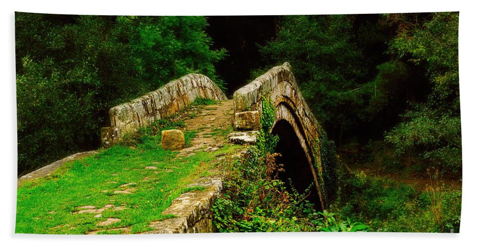 Beggars Bridge Beach Towel featuring the photograph Beggars Bridge In Glaisdale North Yorkshire by Louise Heusinkveld