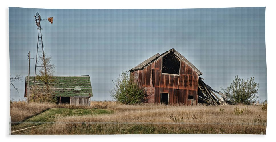 Decaying Farm Beach Towel featuring the photograph Better Days Central Il by Thomas Woolworth