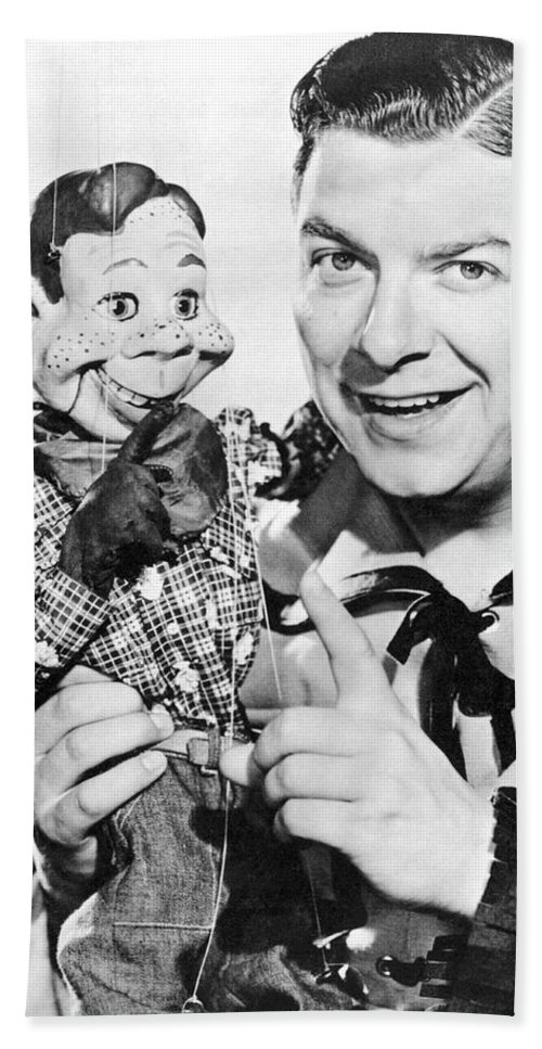 1940's Beach Towel featuring the photograph Buffalo Bob And Howdy Doody by Underwood Archives