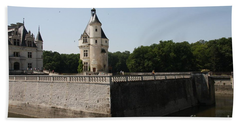 Castle Beach Towel featuring the photograph Chateau And Moat Chenonceau by Christiane Schulze Art And Photography