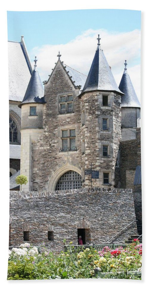 Castle Beach Towel featuring the photograph Chateau D'angers - Chatelet by Christiane Schulze Art And Photography