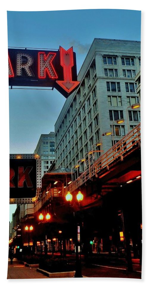 Chicago Beach Towel featuring the photograph Chicago Dawn Stroll by Benjamin Yeager