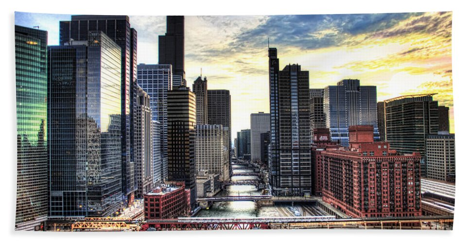 Chicago Beach Towel featuring the photograph Chicago River by Tammy Wetzel