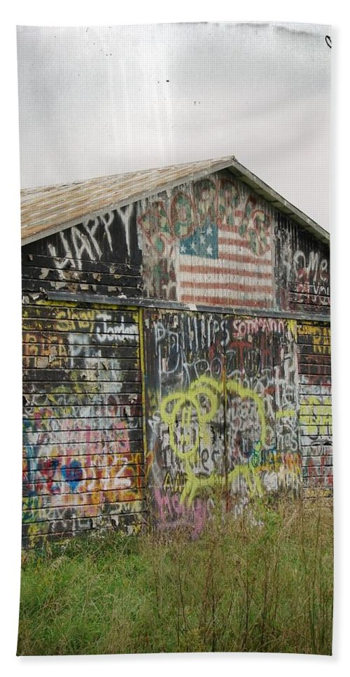Graffitti Beach Towel featuring the photograph Colorful Barn by Cassie Peters