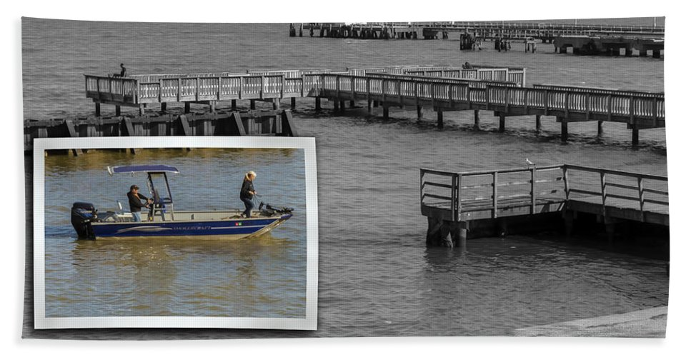 2d Beach Towel featuring the photograph Coming In To Dock by Brian Wallace