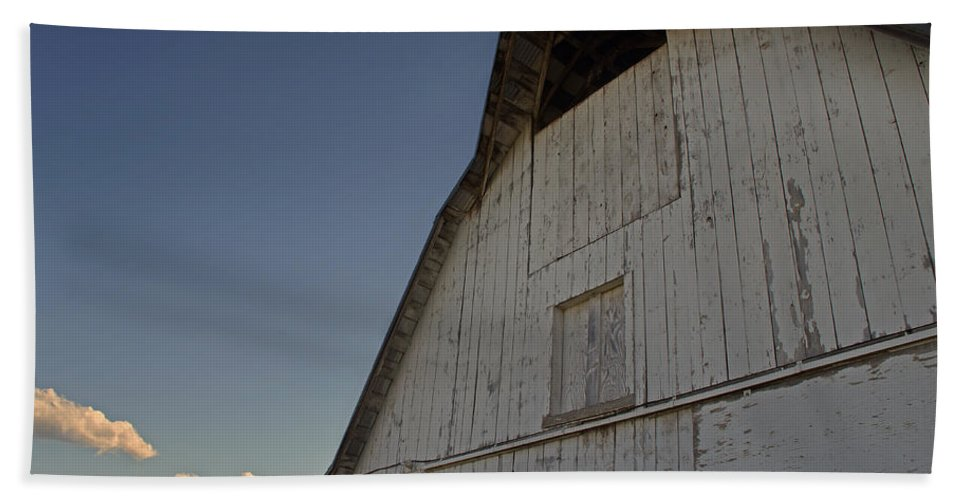 Country Beach Towel featuring the photograph Country Barn And Mt Ashland by Mick Anderson