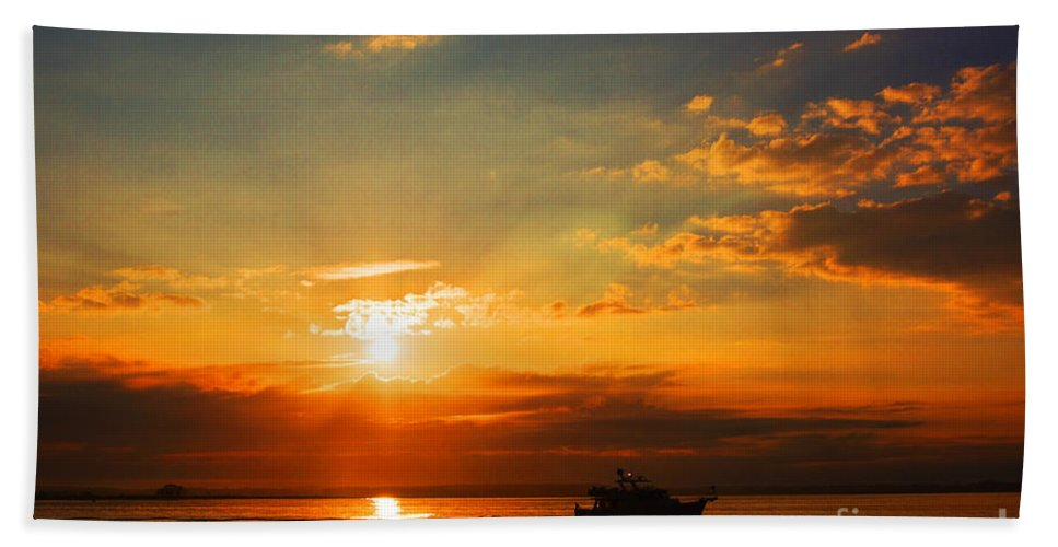 Sun Beach Towel featuring the photograph Dream Big by Joe Geraci
