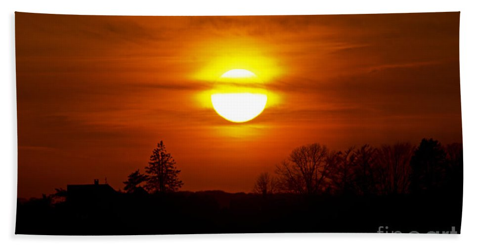 Sunset Beach Towel featuring the photograph Dropping In by Joe Geraci