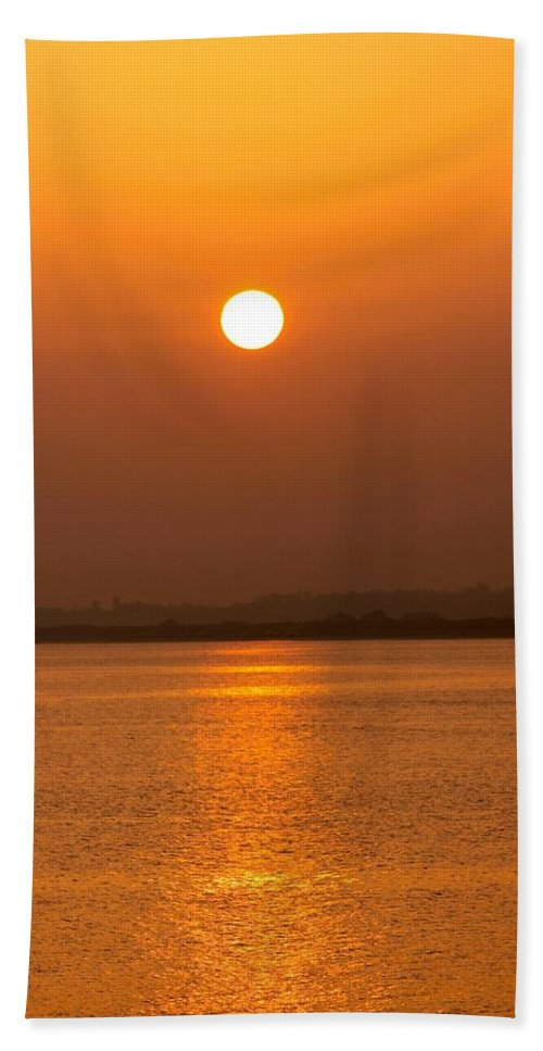 Setting Sun Beach Towel featuring the photograph Fine Line Between Night And Day by Robert Phelan