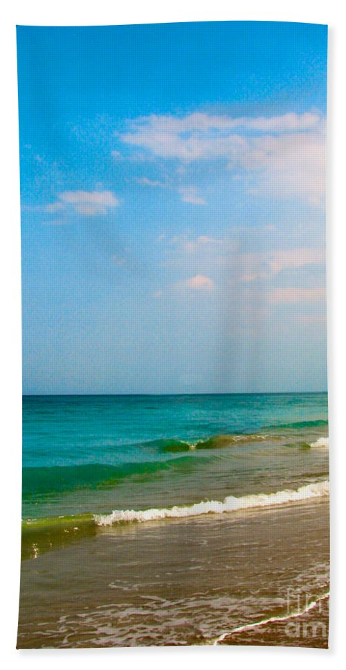 Shoreline Beach Towel featuring the photograph Eastern Shore I by Anita Lewis
