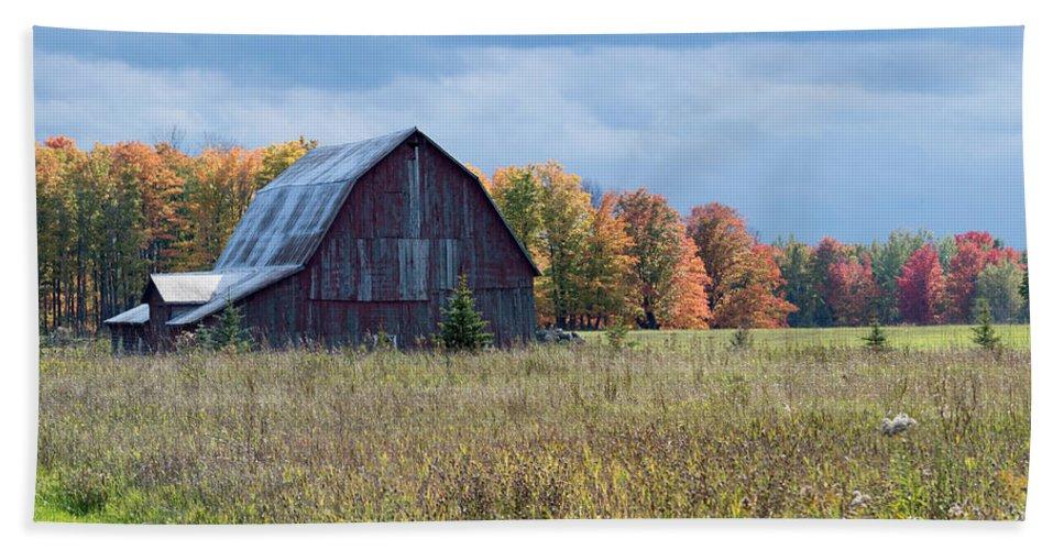 Barn Beach Towel featuring the photograph Fall's Beauty by Linda Kerkau