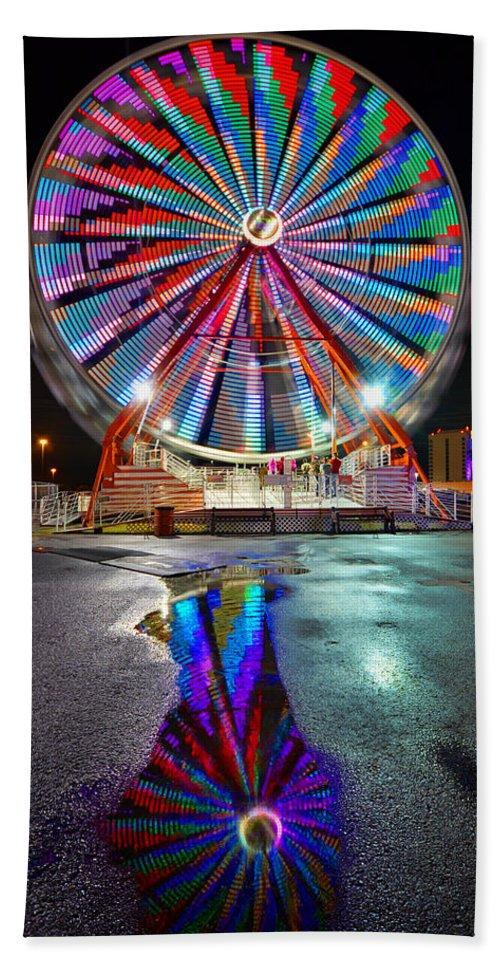Ferris Wheel Beach Towel featuring the photograph Ferris Reflection by David Lee Thompson