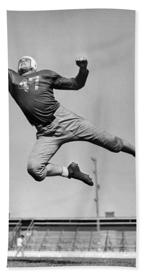 1945 Beach Towel featuring the photograph Football Player Catching Pass by Underwood Archives