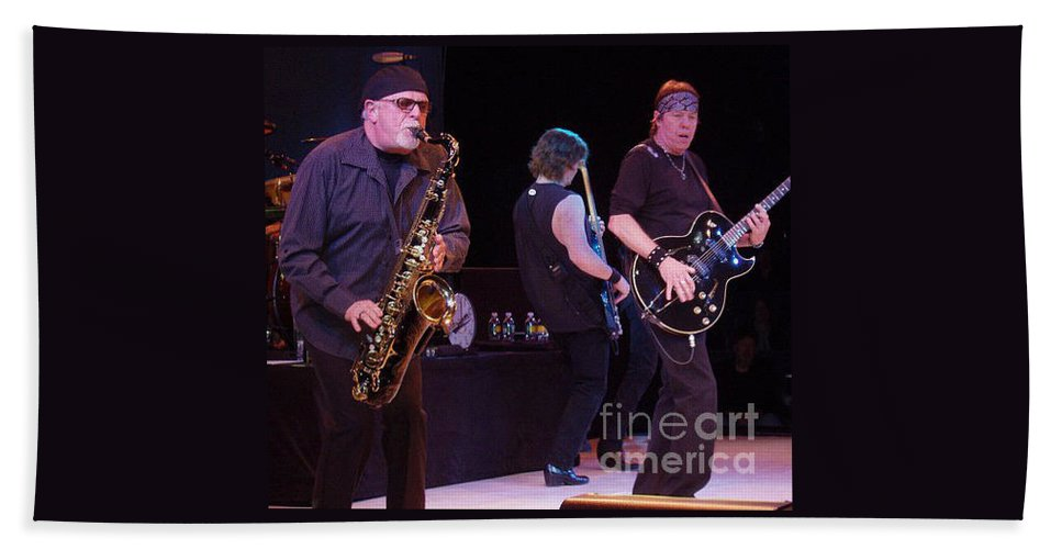 George Thorogood And The Destroyers Beach Towel featuring the photograph George Thorogood And The Destroyers by John Telfer
