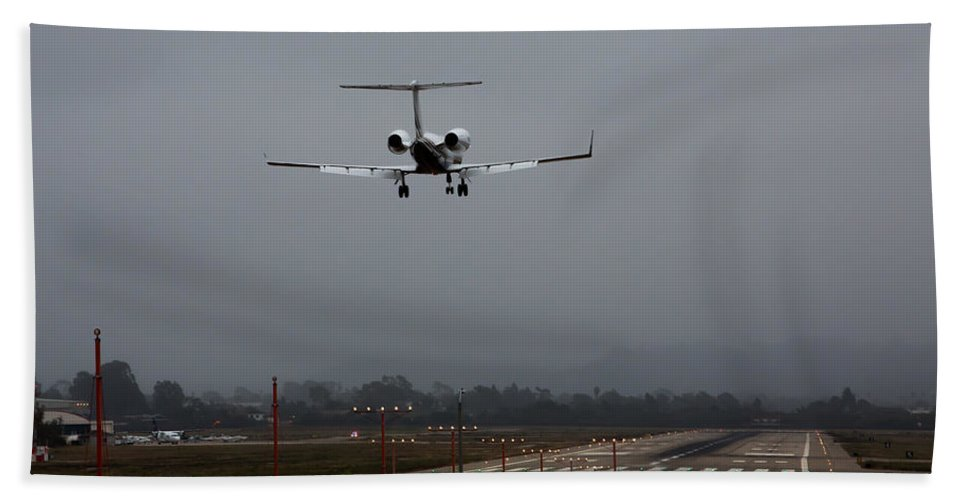 Gulfstream Beach Towel featuring the photograph Gulfstream Approach by John Daly