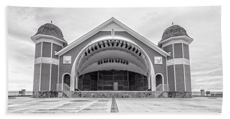 New Hamphire Beach Towel featuring the photograph Hampton Beach Bandstand Stage by Edward Fielding