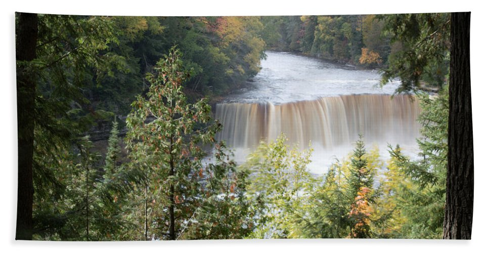 Upper Tahquamenon Falls Beach Towel featuring the photograph Hear The Roar by Linda Kerkau
