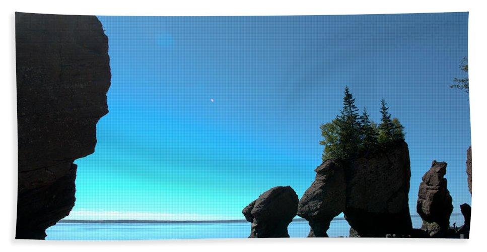 Beach Towel featuring the photograph Hopewell Rocks by Cheryl Baxter