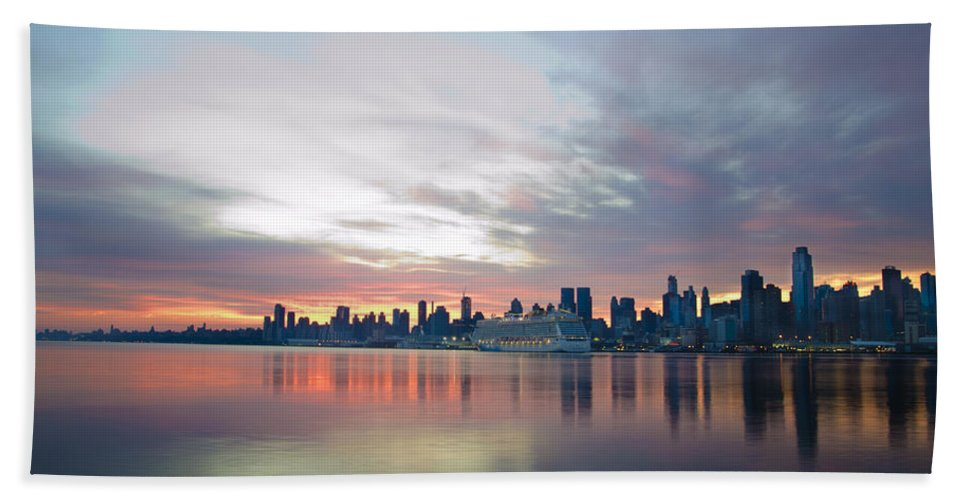 Hudson Beach Towel featuring the photograph Hudson River Sunrise Nyc by Bill Cannon