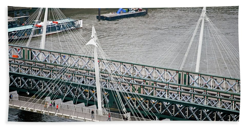 Britain Beach Towel featuring the photograph Hungerford Bridge by Christi Kraft