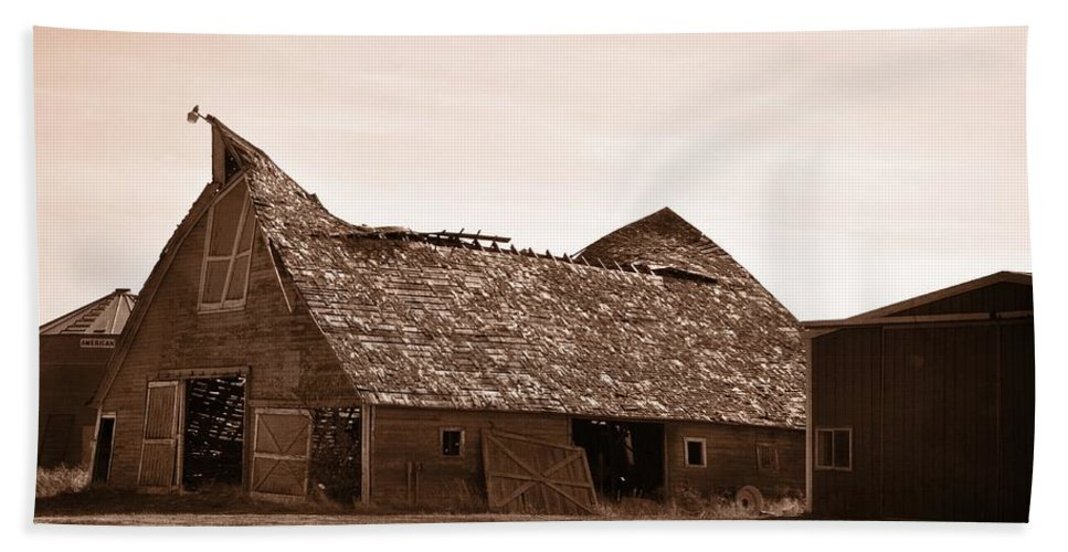 Barn Beach Towel featuring the photograph Idaho Falls - Vintage Barn by Image Takers Photography LLC