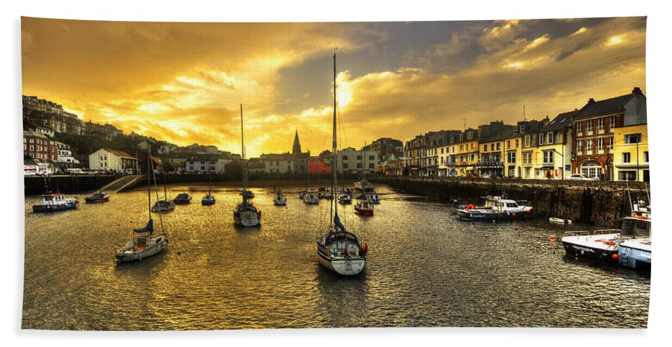 Ilfracombe Beach Towel featuring the photograph Ilfracombe Harbour At Dusk by Rob Hawkins