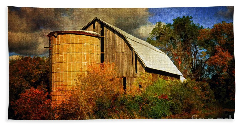 Barn Beach Towel featuring the photograph In The Gloaming by Lois Bryan