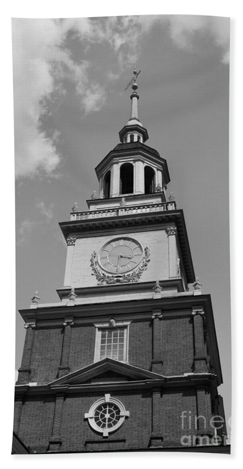 Independence Hall Beach Towel featuring the photograph Independence Hall by Tommy Anderson